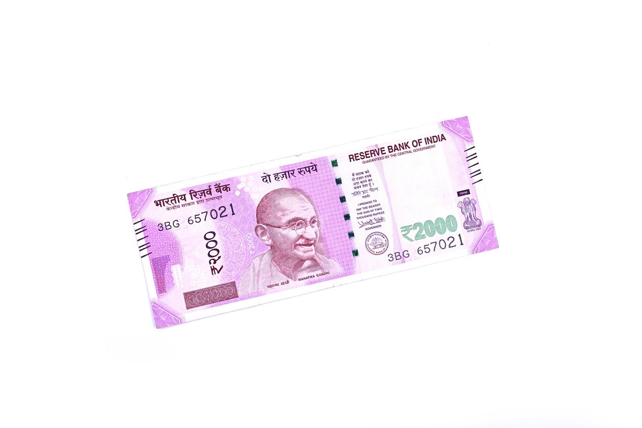 経済成長と盤石な政治で安定さが増してきたインドルピー為替相場!インフレ率と国際収支のからの今後の見通しと高額紙幣廃止の意図は?